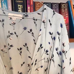 Sælger denne fine kjole fra Boii Studio i str. S. Den er brugt få gange og er i god stand ☺️
