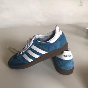 Kom med et bud. Adidas special, brugt to gange til indendørs fodbold.