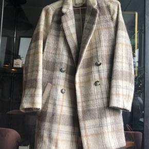Brugt få gange 🧚🏼♀️ Lidt kortere end en normal frakke 🧞♂️