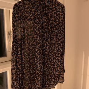 Ganni Bartlett Georgette Shirt str. M. Brugt 5 gange.   Nypris 1000 Kr.