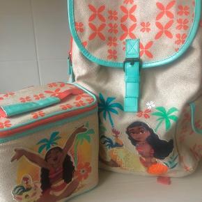 Skoletaske med tilhørende køletaske til madpakker. Næsten som nyt.