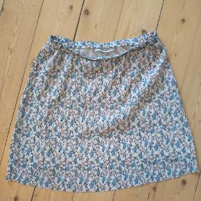 Super sød nederdel. Desværre lidt for kort for min smag 🌿