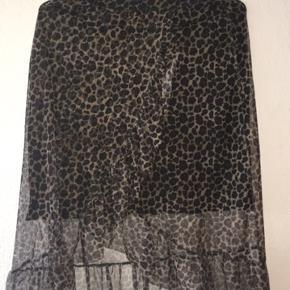 Sælger denne Leopard nederdel fra Only. Nederdelen er brugt en del, men der ses ikke nogen brugstegn:)