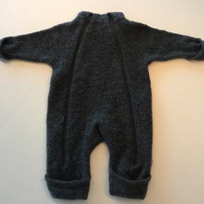 Joha køredragt i uld med dobbeltlynlås passer de helt små i str. 50 - 62Mp 200kr
