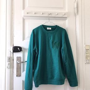 Lækker sweatshirt fra Wood Wood. 95 % bomuld og 5% elastan.