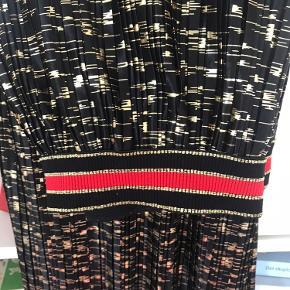Fine nederdel fra Cocouture i Str. M Kun prøvet på Røgfrit hjem🌸