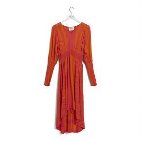 Den smukkeste kjole. Prisen er fast