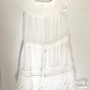 Sød kjole lavet af 100% bomuld. Perfekt stand og ubrugt. Kommer fra et røgfrit hjem. Prisen er til forhandling ved hurtig handel. Sender gerne.