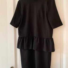 Fin kjole fra Ganni med peplum :-)