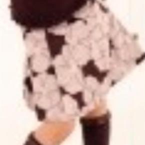 Varetype: NY Victoria Skirt Størrelse: 9/10 år Farve: Purple Oprindelig købspris: 150 kr.  Rigtig flot NY Victoria Skirt i str. 9/10 år.    Mindsteprisen er kr. 75+porto.    Jeg bytter ikke.