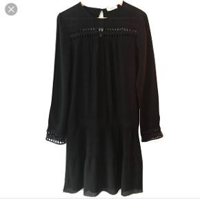 Ba&sh kjole str 3. Vil mene den passer fra 34-38