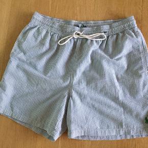Lækre shorts i hvid og lyseblå stribet