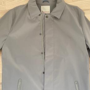 Fed jakke. Str L. Ikke brugt.