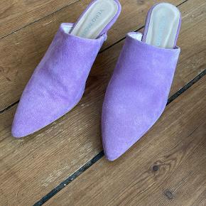 PIECES heels