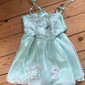 Udklædning prinsesse kjole 2-4 år -fast pris -køb 4 annoncer og den billigste er gratis - kan afhentes på Mimersgade 111 - sender gerne hvis du betaler Porto - mødes ikke andre steder  - bytter ikke