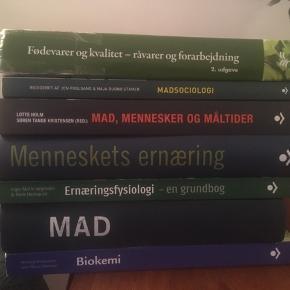 Jeg sælger forskellige studiebøger til ernæring og sundhed.   Skriv til mig for at høre mere, eller hvis du vil byde på dem. Priserne er afhængigt af hvilke bøger, der har interesse.   Sælges både samlet og seperat.   Alle bøgerne undtagen ernæringsfysiologi og MAD (suhrs) er de rigtige udgave til semesterstart. Og der mangler 2 kapitler i Menneskets ernæring (trykfejl fra produktion), så den sælges billigt!   Ernæringsfysiologi er solgt!