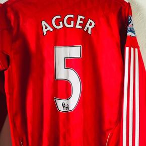 Adidas Liverpool Agger trøje str 164 / 14-16 år. Bemærk barclay Premier league mærker på skuldrene