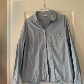 Klassisk blå skjorte fra VILA.