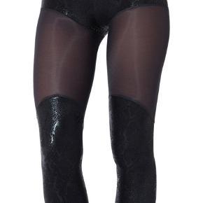Leggings fra det Australske Blackmilk clothing.  Super lækker blød og stretchy kvalitet. Kan bruges til twerking, yoga,træning osv Nypris ca 430kr ( 90 aud) Kan sagtens bruges af xs og s også