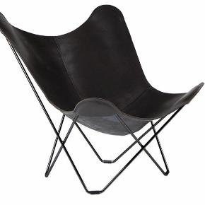 Flagermusstol sælges. Købt for omkring 6 måneder siden, men har nærmest bare stået til pynt. Derfor perfekt stand. Byd meget gerne😊