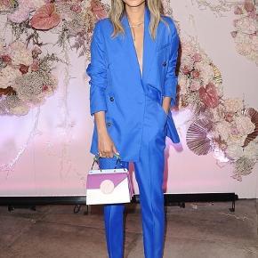 Sælger denne smukke og ubrugte blazer fra designers remix, har stadig prismærke i  Str 38  Nypris 2800kr
