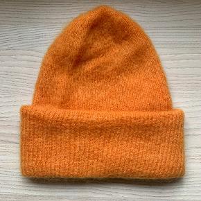Holly Golightly hat & hue