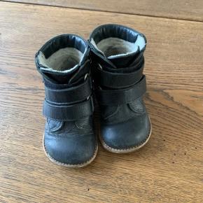 Fine angulus støvler til både drenge og piger.