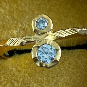 Sindsyg smuk ENAMEL 18 karat guldbelagt ring med to smukke Cubic Zirkonia, str.50, uden brugstegn