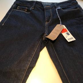 Nye jeans fra Esprit. Købt på udsalg til kr. 199. Sat ned fra kr. 399.  Jeans Farve: Blå