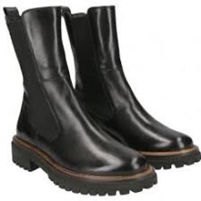 Virkelig lækre støvler i super kvalitet!  Købt hos Comoshoes for to uger siden.   Kvittering haves.