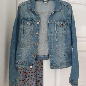 Super fin jakke. Jeg rydder op, i mit tøj :)   Sender gerne på købers regning (38kr)
