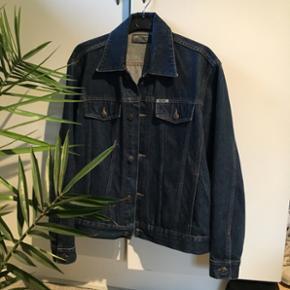 Cowboy/denim jakkeStr XL fitter en del mindre!! Nok en oversize S og normal M Mærke: noise Mp 200 + fragt Bin 250 + fragt