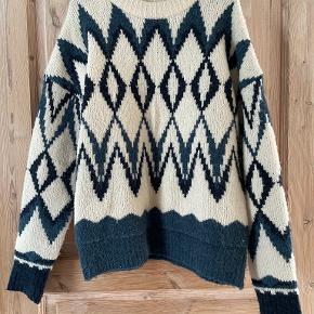 Nanok sweater