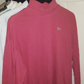 Lacoste t shirt longsleeve med krave på. Str 7 hvilket er xl men en i medium eller large kan også godt passe den Kan mødes i århus/hadsten eller sendes for 50kr