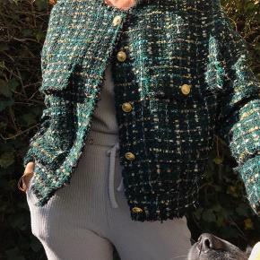 Super cool jakke fra zara. Brugt en enkelt gang. Ingen brugstegn. 500kr plus porto