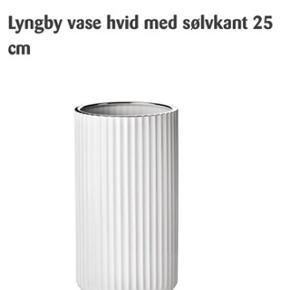 25 cm høj med sølvkant