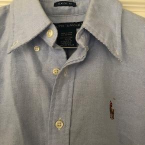 Fin Ralph Lauren skjorte i Classic fit. Str US 4 - svarer til small/medium