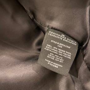 Designers Remix uldjakke fra børnekollektionen, str er 14 år, men den passer en alm small 😊 Pris sat lavt da der er hul i foret på indersiden af jakken - ses ikke udefra og når den er på. Pris 150 kr