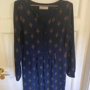 Fin kjole fra vero moda  Betales der inden kl 15 sender jeg samme dag :)
