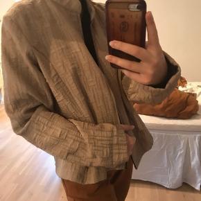 Sælger denne jakke i str XL - dog bruger jeg størrelse small og den sidder som på billede 2 ⚡️