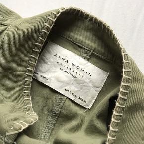 Fin jakke! Perfekt forår/sommer. Str L ( kan passes af en S-L :-)