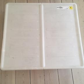 2 stk. opbevaringskasser med låg. Geniale til opbevaring under sengen.  Fra IKEA. Måler 70 x 77 x 20 cm.  🌻🌻 Kom og hent dem gratis ved Christmas Møllers Plads på Amager 🌻🌻