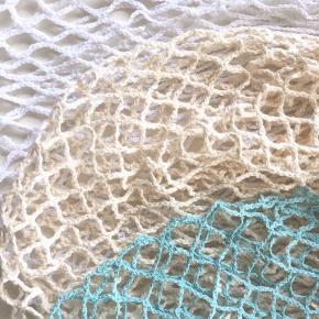 Super flotte og populære (set på mange bloggere) strand net /mesh net i hvid og mørk lyserød/mauve farve sælges.  Aldrig brugt  Sender gerne.