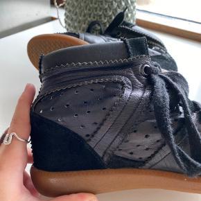 Isabell Marant sko🖤 De er brugte og har brugsspor, men er velholdte og fremstår stadig fine. Skoene koster omkring 3500 fra nye