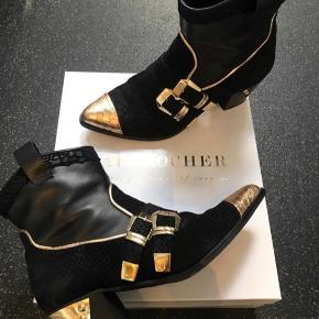 Brand: Sapprocher  Oprindelig købspris: 1700 kr.  Fede støvler designet af sarah Louise