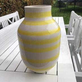 Fin stribet vase i stor størrelse