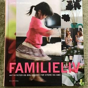 Bogen Familieliv.   Aktiviteter og boligideer for store og små af Lisbett Wedendahl .Fra forlaget Gyldendal. Familieliv handler om, hvordan du gør hverdagen endnu bedre og små oplevelser større ved at prioritere de ting, der gør livet sjovt. Bogen er på 193 sider
