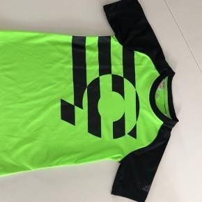 Adidas T-shirt  Som ny  Se mine øvrige annoncer :-)