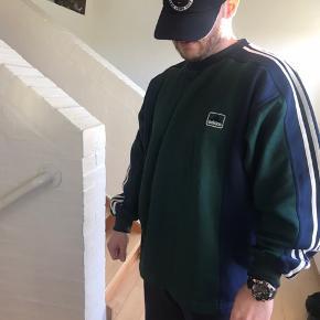 VINTAGE 'Bred ymer' Adidas oversize trøje Str. L-XL Fremstår som ny, intet at komme efter!  Jeg bruger normalt selv Large.
