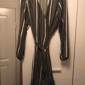 Smuk kjole aldrig brugt